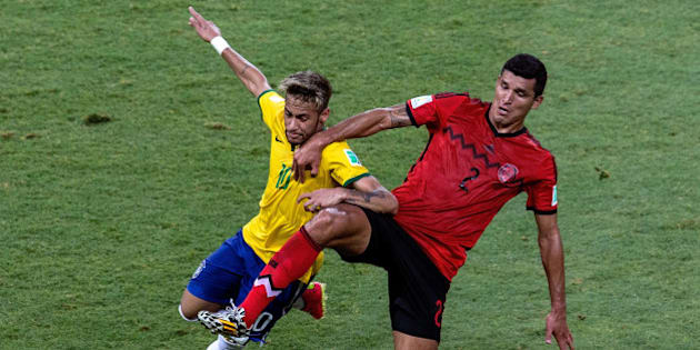 FORTALEZA, BRAZIL - JUNE 17:  Neymar of Brazil fights off Francisco Javier Rodriguez of Mexico during the 2014 FIFA World Cup Brazil Group A match between Brazil and Mexico at Castelao on June 17, 2014 in Fortaleza, Brazil.  (Photo by Miguel Tovar/Getty Images)
