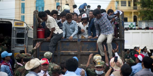 POIPET, CAMBODIA - JUNE 17: Cambodian workers get off a truck after crossing the Thai border on June 17, 2014 in Poipet, Cambodia. Over 150,000 Cambodian workers have reportedly fled Thailand this week, over fears the Thai government will crackdown on illegal migrants.  (Photo by Borja Sanchez-Trillo/Getty Images)