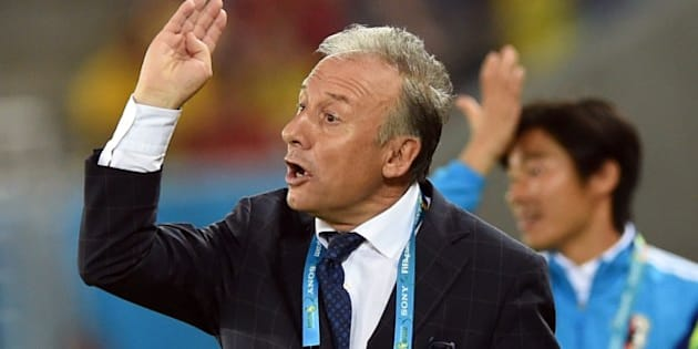 Japan's Italian coach Alberto Zaccheroni gestures during a Group C football match between Japan and Greece at the Dunas Arena in Natal during the 2014 FIFA World Cup on June 19, 2014.  AFP PHOTO / TOSHIFUMI KITAMURA        (Photo credit should read TOSHIFUMI KITAMURA/AFP/Getty Images)