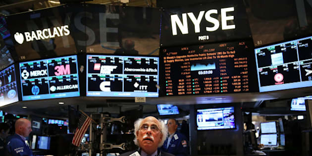 NEW YORK, NY - JUNE 20:  Traders work on the floor of the New York Stock Exchange (NYSE) on June 20, 2014 in New York City. Markets enjoyed another strong week with the  S&P 500 and the Dow Jones Industrial Average both closing at record highs on Friday. The S&P 500 rose to 1,962.87 while the Dow climbed to 16,947.08.  (Photo by Spencer Platt/Getty Images)