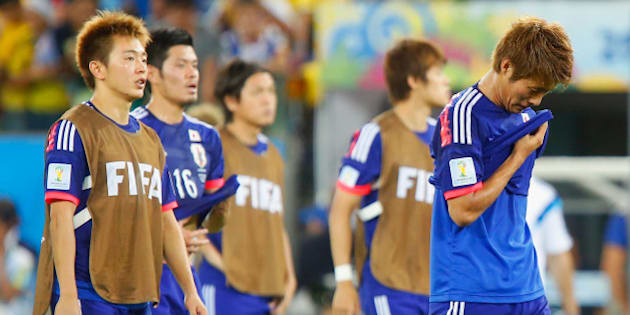 CUIABA, BRAZIL - JUNE 24:  A dejected Manabu Saito and Yoichiro Kakitani of Japan after defeat in the 2014 FIFA World Cup Brazil Group C match between Japan and Colombia at Arena Pantanal on June 24, 2014 in Cuiaba, Brazil.  (Photo by Gabriel Rossi/Getty Images)