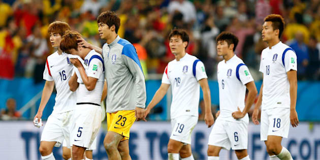 SAO PAULO, BRAZIL - JUNE 26:  South Korea players look dejected after a 0-1 defeat to Belgium in the 2014 FIFA World Cup Brazil Group H match between South Korea and Belgium at Arena de Sao Paulo on June 26, 2014 in Sao Paulo, Brazil.  (Photo by Phil Walter/Getty Images)