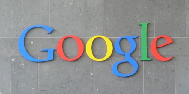 Logotipo de Google en la pared de la recepción del edificio Gas Works de Dublín.