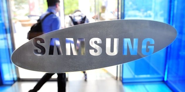 A visitor walks past a logo of Samsung Electronics at the company's headquarters in Seoul on April 29, 2014.  Samsung Electronics reported on April 29 its net profit had risen 5.9 percent year-on-year in the first quarter to 7.57 trillion won (USD 7.3 billion) but operating profit declined for a second straight quarter on slowing smartphone revenue. AFP PHOTO / JUNG YEON-JE        (Photo credit should read JUNG YEON-JE/AFP/Getty Images)