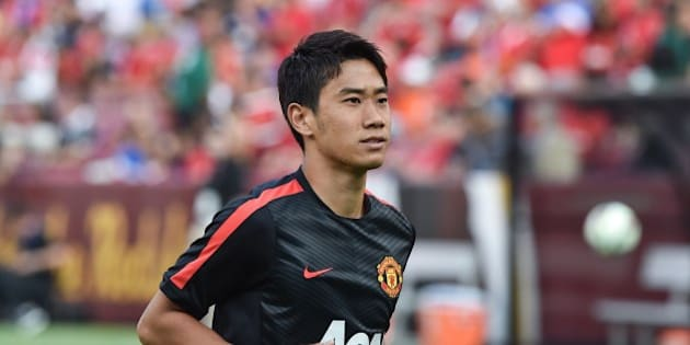Manchester United's Shinji Kagawa smiles at fans before a Champions Cup match against Inter Milan at FedEx Field in Landover, Maryland, on July 29, 2014.    AFP PHOTO/Nicholas KAMM        (Photo credit should read NICHOLAS KAMM/AFP/Getty Images)