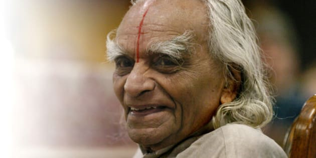 ESTES PARK, COLORADO-SEPT. 28, 2005-Sri B.K.S. Iyengar, recognized world-wide as a yoga master, taught an Iyengar Intennsive class to 800 students at The 10th Annual Yoga Journal Colorado Conference in Estes Park. Mr. Iyengar is the world's foremost living yogi and lives in India. He is 86 years-old and says that this is his last American trip to teach his pratice. Mr.Iyengar sits in a chair at the stage and greets the students at the beginning of the last day of the Iyengar Intensive class on Wednesday. (LYN ALWEIS/THE DENVER POST)  (Photo By Lyn Alweis/The Denver Post via Getty Images)