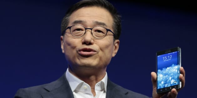 DJ Lee,  Executive Vice President of Samsung,  presents a Samsung Galaxy Note Edge during his keynote speech  at an unpacked event of Samsung ahead of the consumer electronic fair IFA in Berlin, Wednesday, Sept. 3, 2014. (AP Photo/Markus Schreiber)
