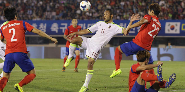 BUCHEON, SOUTH KOREA - SEPTEMBER 05:  Juan Falcon of Venezuela competes for the ball with Lim Chai-Min of South Korea during the international friendly match between South Korea and Venezuela at Bucheon Stadium on September 5, 2014 in Bucheon, South Korea.  (Photo by Chung Sung-Jun/Getty Images)