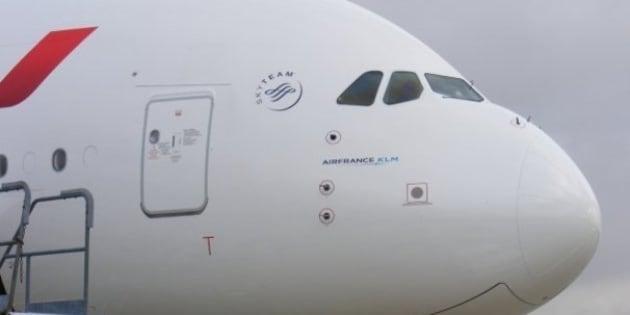 "Plus d'infos => <a href=""http://www.abricocotier.fr/7928-airbus-a380-air-france-premier-vol-commercial"" rel=""nofollow"">www.abricocotier.fr/7928-airbus-a380-air-france-premier-v...</a>"