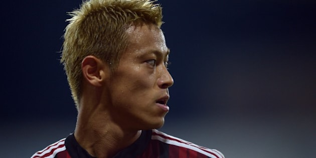 AC Milan's Japanese forward Keisuke Honda reacts during the Serie A football match at Parma's Ennio Tardini Stadium on September 14, 2014.  AFP PHOTO/Filippo MONTEFORTE        (Photo credit should read FILIPPO MONTEFORTE/AFP/Getty Images)