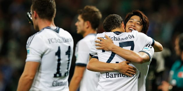 BREMEN, GERMANY - SEPTEMBER 23:  Atsuto Uchida of Schalke celebrates with team mate Tranquillo Barnetta after victory in the Bundesliga match between SV Werder Bremen and FC Schalke 04 held at Weserstadion on September 23, 2014 in Bremen, Germany.  (Photo by Dean Mouhtaropoulos/Bongarts/Getty Images)