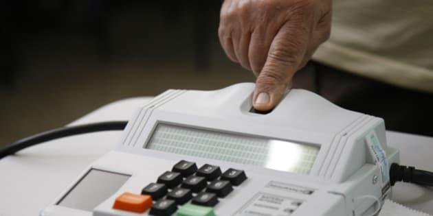 Eleições 2014 - Votação no primeiro turno das eleições no Colégio Dom Orione, no Lago Sul, em Brasília.  Foto: Marri Nogueira/Agência Senado