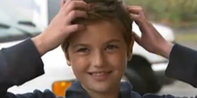 """Jetta Fosberg regala i suoi capelli ai malati di cancro, ma è vittima di bullismo: """"Sembri un maschio"""""""