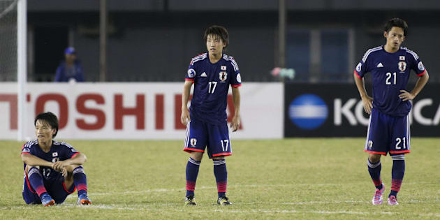 NAY PYI TAW, BURMA - OCTOBER 17:  Japan players show their dejection after losing through a penalty shoot out after the AFC U19 Championship quarter-final match between Japan and North Korea at Wunna Theikdi Stadium on October 17, 2014 in Nay Pyi Taw, Burma.  (Photo by CFP/Getty Images)