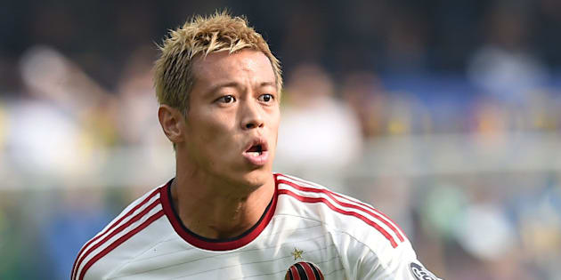 VERONA, ITALY - OCTOBER 19:  Keisuke Honda of Milan in action during the Serie A match between Hellas Verona FC and AC Milan at Stadio Marc'Antonio Bentegodi on October 19, 2014 in Verona, Italy.  (Photo by Giuseppe Bellini/Getty Images)