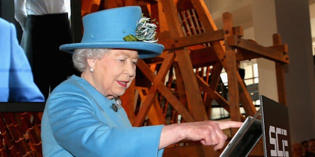 LONDON, ENGLAND - OCTOBER 24:  Queen Elizabeth II sends her first Tweet during a visit to the 'Information Age' Exhibition at the Science Museum on October 24, 2014 in London, England.  (Photo by Chris Jackson/Getty Images)