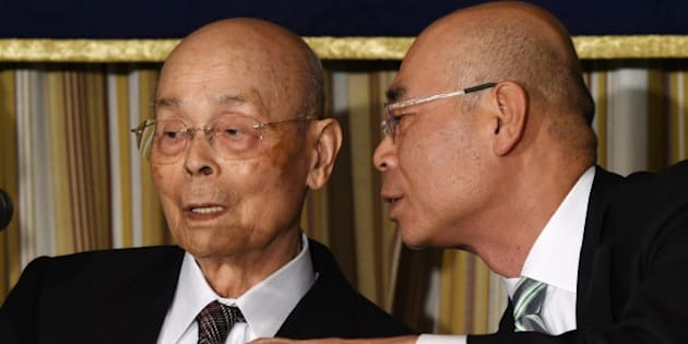 Top Japanese sushi chef Jiro Ono (L) listens to his son, Yoshikazu Ono (R), while attending a press conference at the Foreign Correspondents' Club (FCC) in Tokyo on November 4, 2014.  The 84-year-old senior Ono, who has reputedly wowed US President Barack Obama to call him the best in the world, warns of a sea change in materials for the food due to overfishing, especially of tuna.     AFP PHOTO / TOSHIFUMI KITAMURA        (Photo credit should read TOSHIFUMI KITAMURA/AFP/Getty Images)