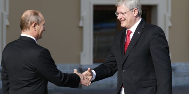 Russia's President Vladimir Putin, left, shakes hands with Canada's Prime Minister Stephen Harper during arrivals for the G-20 summit at the Konstantin Palace in St. Petersburg, Russia on Thursday, Sept. 5, 2013. The threat of missiles over the Mediterranean is weighing on world leaders meeting on the shores of the Baltic this week, and eclipsing economic battles that usually dominate when the G-20 world economies meet. (AP Photo/Alexander Zemlianichenko)