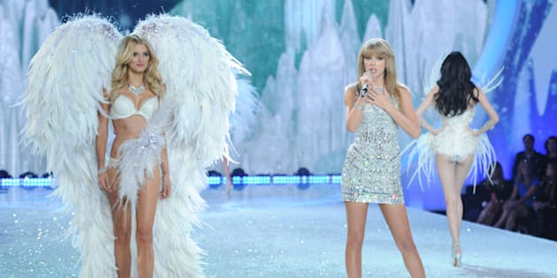 Singer Taylor Swift, center, performs on the runway during the 2013 Victoria's Secret Fashion Show at the 69th Regiment Armory on Wednesday, Nov. 13, 2013, in New York. (Photo by Evan Agostini/Invision/AP)