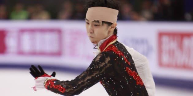 SHANGHAI, CHINA - NOVEMBER 08:  Yuzuru Hanyu of Japan skates in Men Free Skating during the Lexus Cup of China 2014 on November 8, 2014 in Shanghai, China.  (Photo by Kevin Lee/Getty Images)