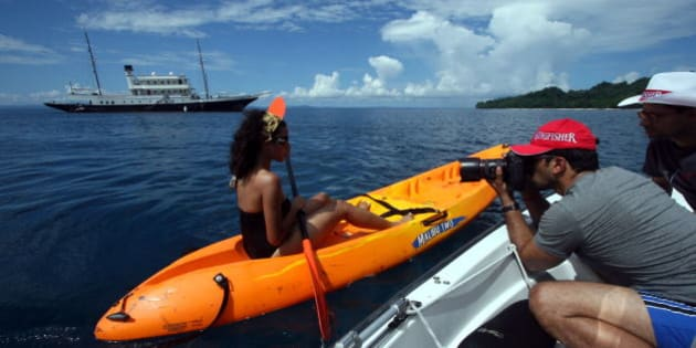 INDIA - NOVEMBER 04:  Atul Kasbekar (Photographer) taking photograph of female model for Kingfisher calender in Port Blair, India.  (Photo by Amit Kumar/The India Today Group/Getty Images)