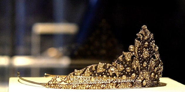 A 1929 tiara of platinum silver, lined in yellow gold, embedded with diamonds and rose cut diamonds, by Mario Buccellati, is seen during the opening of the exhibition 'I tesori della fondazione Buccellati' (The Treasures of the Buccellati Foundation) at Palazzo Pitti in Florence on December 1, 2014. More than 100 works, including jewellery, works of gold and silver designed by two masters of goldsmith, Mario Buccellati and his son and Gianmaria Buccellati, are exhibited for the first time from December 2, 2014 to February 22, 2015 at Palazzo Pitti in Florence. AFP PHOTO / TIZIANA FABI == RESTRICTED TO EDITORIAL USE, MANDATORY MENTION OF THE ARTIST UPON PUBLICATION, TO ILLUSTRATE THE EVENT AS SPECIFIED IN THE CAPTION ==        (Photo credit should read TIZIANA FABI/AFP/Getty Images)