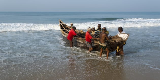VARKALA, KERALA, INDIA - 2014/02/18: A group of fishermen is pulling a boat out of the sea onto the beach. (Photo by Frank Bienewald/LightRocket via Getty Images)