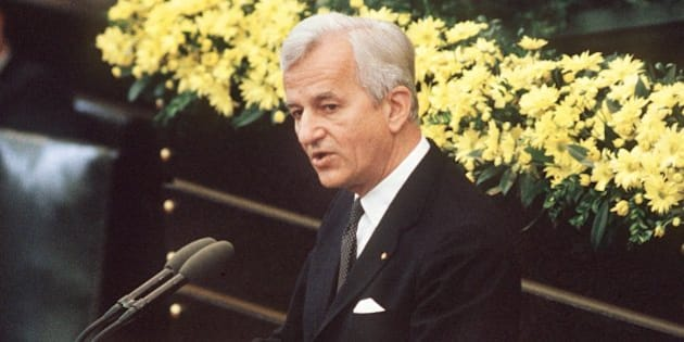 (File) An archive picture dated 8 May 1985, shows German Federal President Richard von Weizsaecker hold his much acclaimed speech on the end of World War II at the German Bundestag in Bonn. According to dpa informations, Von Weizsaecker died at the age of 94 on 30 January 2015. PHOTO:EGONSTEINER/dpa