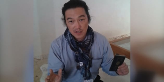 ALEPPO, SYRIA - JANUARY 29 :  A frame grab taken from a footage on October 24, 2014, shows Japanese journalist Kenji Goto Jogo, one of two Japanese hostages captured by Islamic State of Iraq and Levant (ISIL), gives an interview in northern Mari district of Aleppo, Syria. (Photo by Huseyin Nasir / Anadolu Agency /Getty Images)