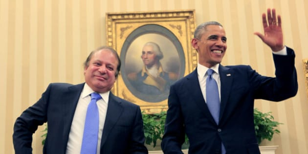 WASHINGTON, DC - OCTOBER 23:  Pakistan Prime Minister Nawaz Sharif (L) meets with U.S. President Barack Obama in the Oval Office of the White House October 23, 2013 in Washington, DC. Sharif met with U.S. President Barack Obama for bilaterial meetings.  (Photo by Dennis Brack-Pool/Getty Images)