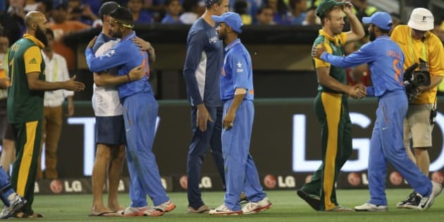 Indian players in blue, and South African players greet each other after Indian won the Cricket World Cup pool B match in Melbourne, Australia, Sunday, Feb. 22, 2015. (AP Photo/Rick Rycroft)