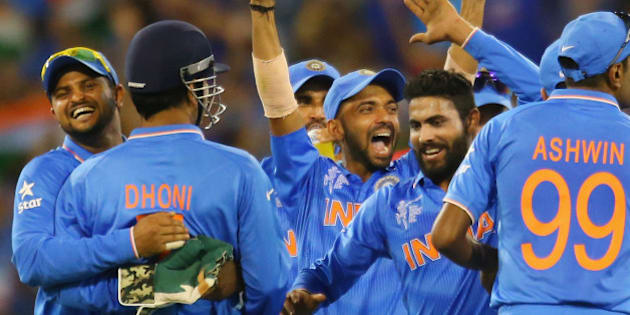 MELBOURNE, AUSTRALIA - FEBRUARY 22:  MS Dhoni of India celebrates with his teammates after running out AB de Villiers of South Africa during the 2015 ICC Cricket World Cup match between South Africa and India at Melbourne Cricket Ground on February 22, 2015 in Melbourne, Australia.  (Photo by Scott Barbour/Getty Images)