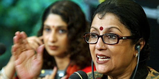 """Indian director Aparna Sen, right, talks about her movie """"Mr. and Mrs. Iyer"""", at the 55th International  Film Festival of Locarno, on Saturday, Aug. 10, 2002, in Locarno, Switzerland. The film is entered in the international competition of the festival. (AP Photo/Keystone, Martial Trezzini)"""