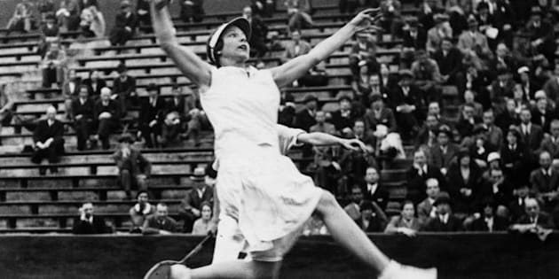 FRANCE - JUNE 01:  Paris : during the final match of the mixed doubles at the Roland-Garros open championship, the American tenniswoman Helen WILLS, mixed with Sydney WOOD, jumping to smatch the ball.  (Photo by Keystone-France/Gamma-Keystone via Getty Images)