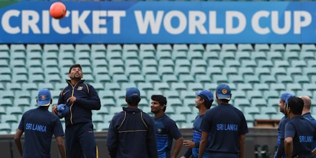 Sri Lankan cricketer Tillakaratne Dilshan (2nd L) jumps to head a ball as teammates look on at the Sydney Cricket Ground during a training session ahead of the 2015 Cricket World Cup first Quarter Final match between Sri Lanka and South Africa in Sydney on March 16, 2015.  AFP PHOTO / INDRANIL MUKHERJEE  -- IMAGE RESTRICTED TO EDITORIAL USE - STRICTLY NO COMMERCIAL USE--        (Photo credit should read INDRANIL MUKHERJEE/AFP/Getty Images)