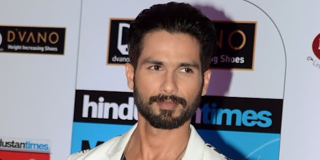 Indian Bollywood actor Shahid Kapoor poses as he attends the HT Mumbai's Most Stylish Awards 2015 ceremony in Mumbai late March 26, 2015. AFP PHOTO/STR        (Photo credit should read STRDEL/AFP/Getty Images)