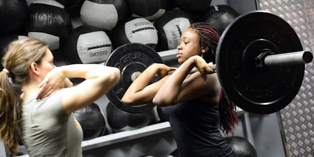 TO GO WITH AFP STORY BY FRANCOISE CHAPTAL A woman lifts weight during a crossfit training in a gym in Paris on January 16, 2015. AFP PHOTO / BERTRAND GUAY        (Photo credit should read BERTRAND GUAY/AFP/Getty Images)