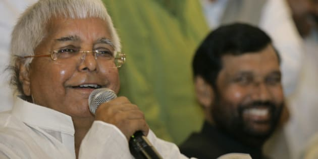 Rashtriya Janata Dal (RJD) chief Lalu Prasad Yadav, left and Lok Janshakti Party (LJP) chief Ram Vilas Paswan smile at a press conference to announce their seat-sharing arrangement in Bihar state ahead of general elections in New Delhi, India, Tuesday, March 17, 2009.Elections in India will be held in five phases beginning in April as the current government's five-year term ends.  (AP Photo/Gemunu Amarasinghe)