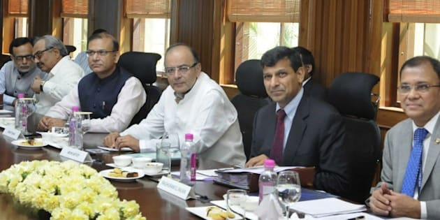 NEW DELHI, INDIA - MARCH 22: Union Minister for Finance, Corporate Affairs and Information & Broadcasting, Arun Jaitley, Minister of State for Finance, Jayant Sinha, Governor of Reserve Bank of India, Shri Raghuram Rajan and other dignitaries during the 550th Central Board meeting of RBI, on March 22, 2015 in New Delhi, India. Scotching murmurs of differences between the government and the RBI over regulation of money market, Jaitley said there is no 'disconnect' between the two and hoped banks would follow the central bank in reducing interest rates. (Photo by Sushil Kumar/Hindustan Times via Getty Images)