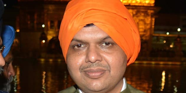 Chief Minister for Maharashtra state Devendra Fadnavis (C) visits the Sikh Shrine Golden temple in Amritsar on April 5, 2015. AFP PHOTO/NARINDER NANU        (Photo credit should read NARINDER NANU/AFP/Getty Images)