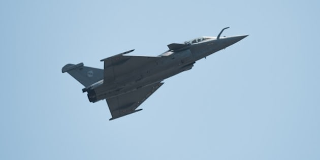 A French navy Rafale fighter jet performs during the Langkawi International Maritime and Aerospace Exhibition 2015 (LIMA15) in Malaysia's resort island of Langkawi on March 18, 2015. Lima'15 is the premier destination for aerospace and maritime manufacturers targeting the Asia Pacific growth markets from the defence, enforcement, civil and commercial sectors. AFP PHOTO / MOHD RASFAN        (Photo credit should read MOHD RASFAN/AFP/Getty Images)