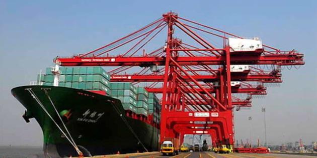 View of cargo dock at Mumbai Port. <b>Photo Credit:<b> Wikimedia Commons</b></b>