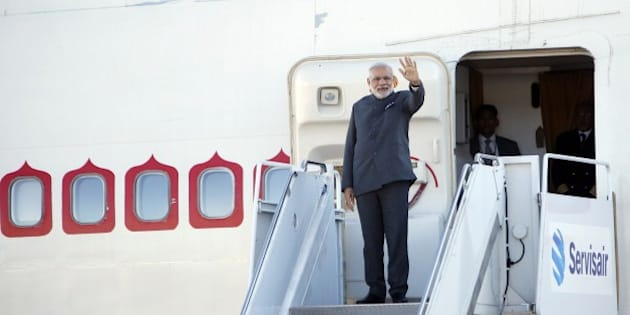 Indian Prime Minister Narendra Modi arrives in Ottawa, Canada for the first stop on his 3-day visit to Canada,  April 14, 2015.    AFP PHOTO / COLE BURSTON        (Photo credit should read Cole Burston/AFP/Getty Images)