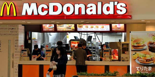 Customers buy meals at a McDonald's restaurant in Tokyo on April 16, 2015. McDonald's Holdings Japan said it expected 38 billion yen (318 million USD) in group net loss for 2015 against a backdrop of sluggish sales triggered by food-safety scandals.   AFP PHOTO 