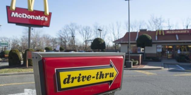 A McDonalds fast food restaurant is seen in Alexandria, Virginia, December 30, 2014. AFP PHOTO / SAUL LOEB        (Photo credit should read SAUL LOEB/AFP/Getty Images)