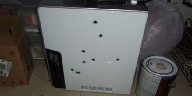 """""""Ctrl+alt+canc"""" non funziona: spara otto proiettili al computer bloccato per vendicarsi (FOTO)"""