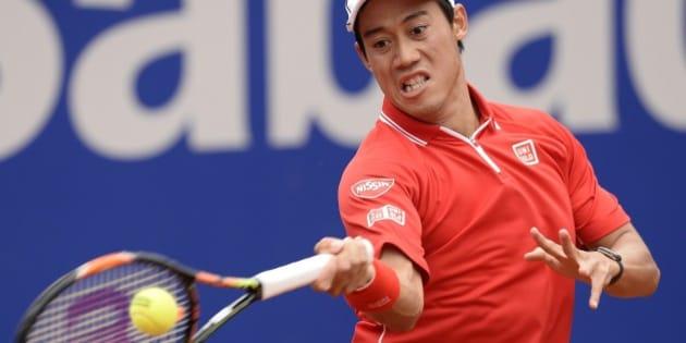 Kei Nishikori of Japan plays a return to Martin Klizan of Slovakia, during the Barcelona open tennis tournament in Barcelona, Spain, Saturday, April 25, 2015. (AP Photo/Manu Fernandez)