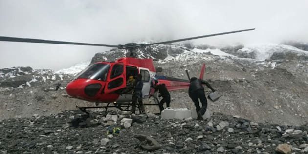 A rescue chopper lands carrying people from higher camps to Everest Base Camp, Nepal, Monday, April 27, 2015. An avalanche on Saturday, set off by the massive earthquake that struck Nepal, left more than a dozen people dead and dozens more injured. (AP Photo/Nima Namgyal Sherpa)