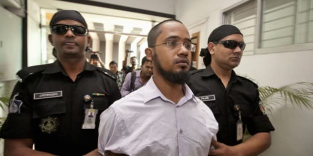 Members of Bangladesh's Rapid Action Battalion (RAB) force escort Farabi Shafiur Rahman, center, a suspect in the murder of an American blogger Avijit Roy, in Dhaka, Bangladesh, Monday, March 2, 2015. Bangladesh security officials say they have arrested a leading suspect in the hacking death of Roy who wrote against religious extremism. (AP Photo/Suvra Kanti Das)