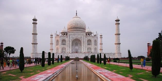 These pictures of the Taj Mahal were taken in 2008 with my trusty Nikon D200.